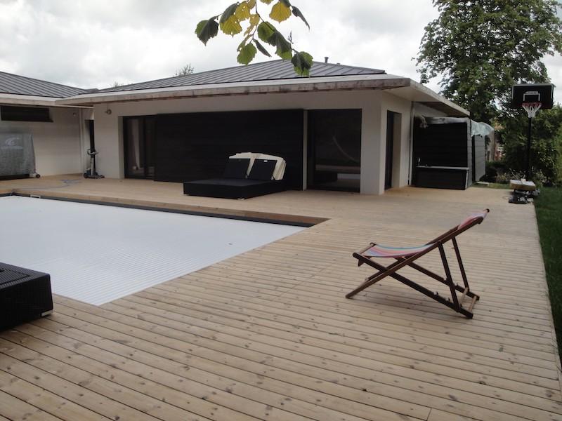 Terrasse tour de piscine à Gorges