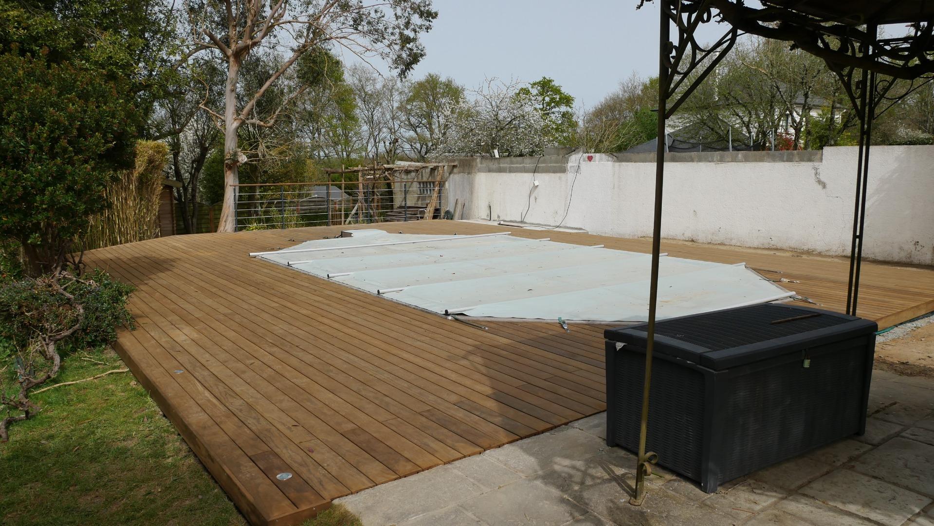 Plage de piscine à Sautron en Kébony