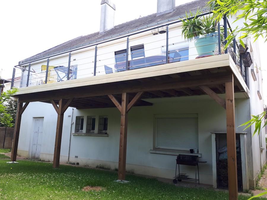 Terrasse sur poteaux à Saint-Herblain