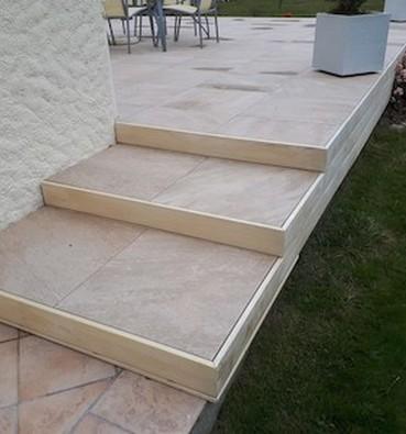 Terrasse en dalles de grès cérame à Sautron