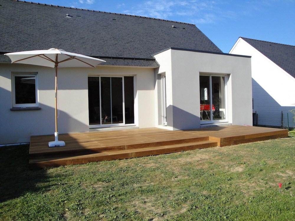 Pose de terrasse en bois avec marches