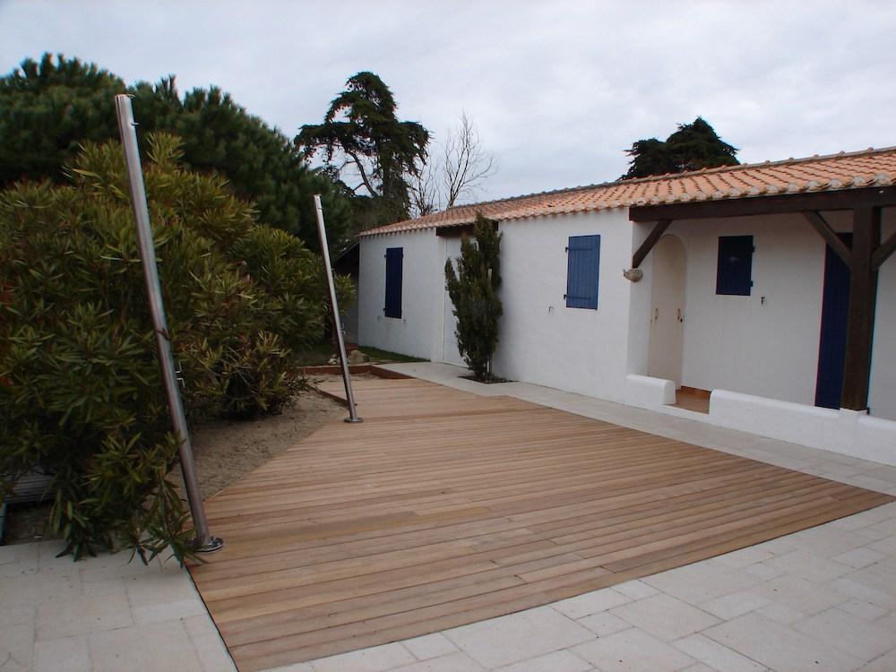 Pose de terrasse en bois sur carrelage