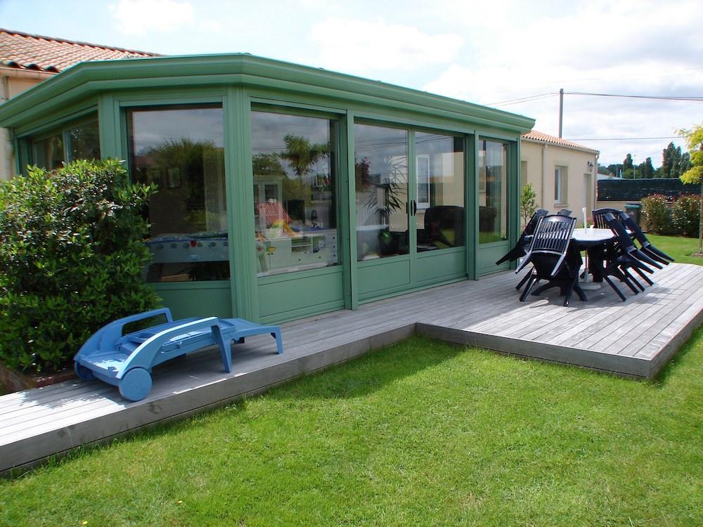 Installation de terrasse autour d'une maison