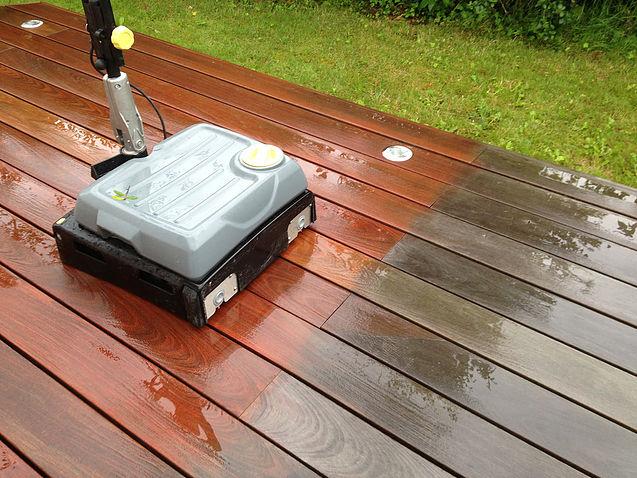 Brosse lave-pont pour terrasse