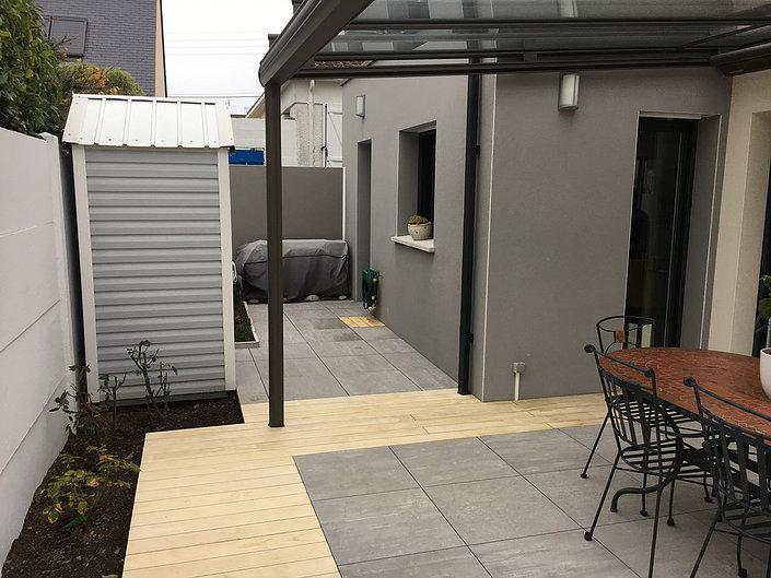 Installation de terrasses en grès cérame proche de Nantes