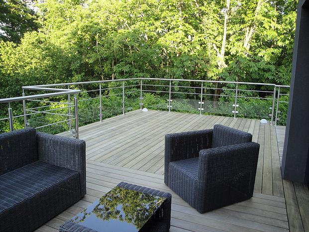 Pose de terrasse sur poteaux en Loire-Atlantique