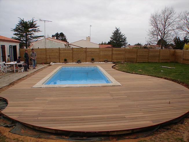 création d'un coin plage et tour de piscine proche de Nantes