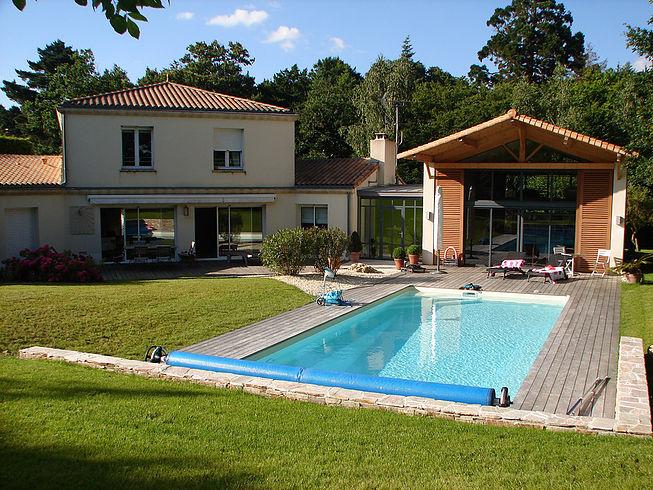Terrasses et fleuraison de tour de piscine proche de Nantes