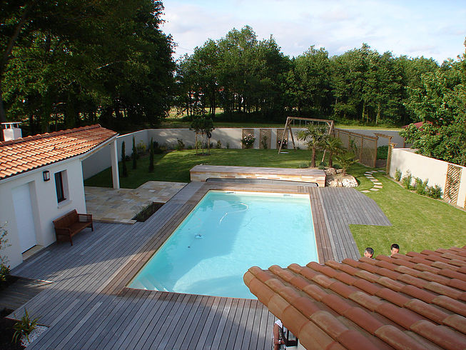 Pose d'un poolhouse proche de Nantes