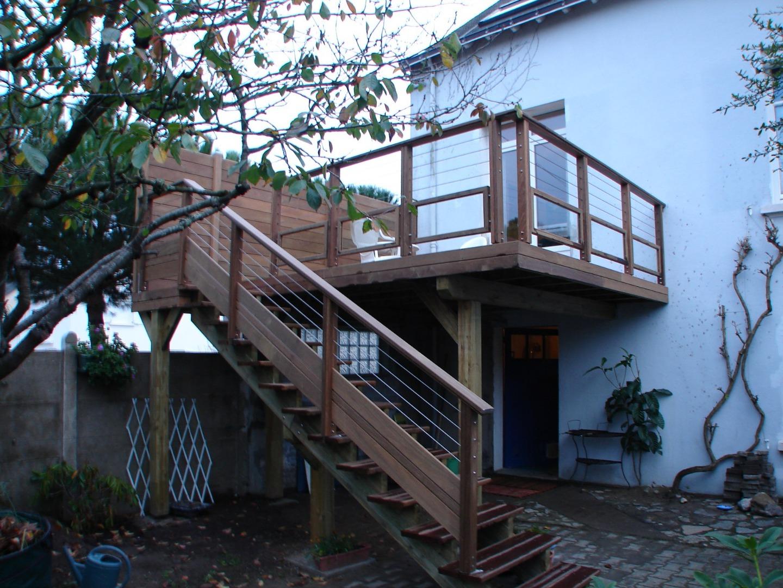 Terrasse sur poteaux à Saint-Nazaire