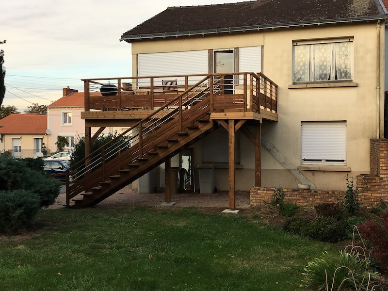 11 - Cholet - terrasse thermopin sur poteaux.JPG
