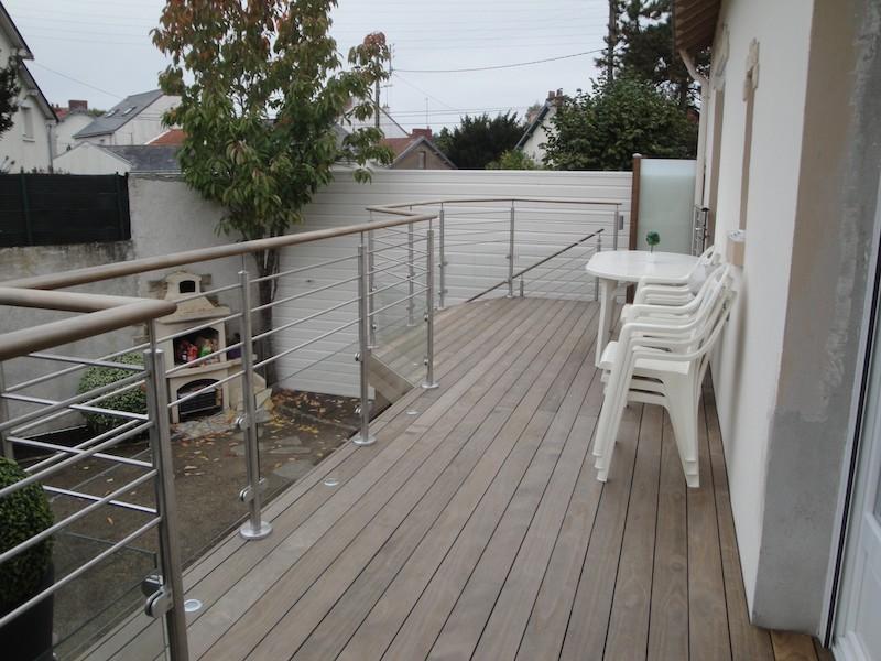 9 - Nantes - terrasse kébony sur poteaux.JPG